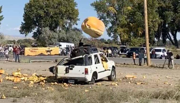 flying-pumpkin-2.jpg